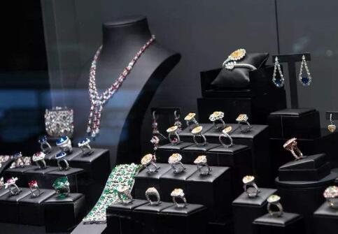 全球钻石供应过剩 因为全球钻石供应过剩戴比尔斯被迫降价