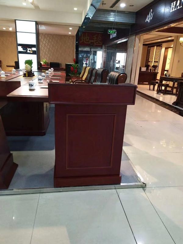 北京全新演讲台租赁 主持台 木质讲台 司仪台出租图片