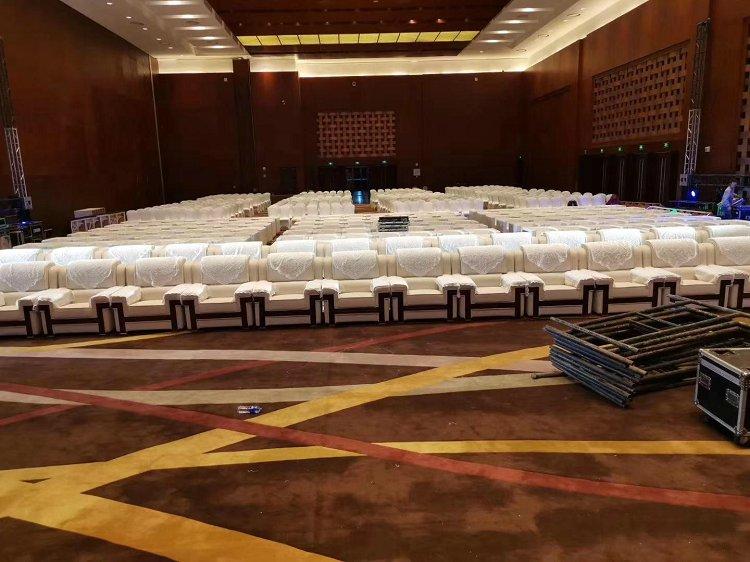 北京全新中南海沙发租赁 烤漆茶几租赁 办公桌租赁图片