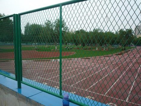 运动公园围栏网&篮球场护栏网供应批发安装简单