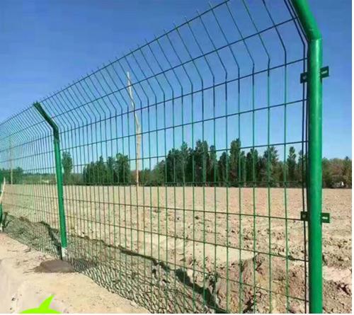 三角折弯围栏网&双边丝护栏网+立柱批发一套多少钱