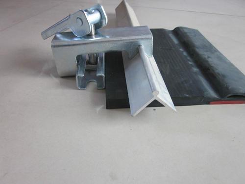 夹持器角铝 防溢裙板卡子 导料槽夹子