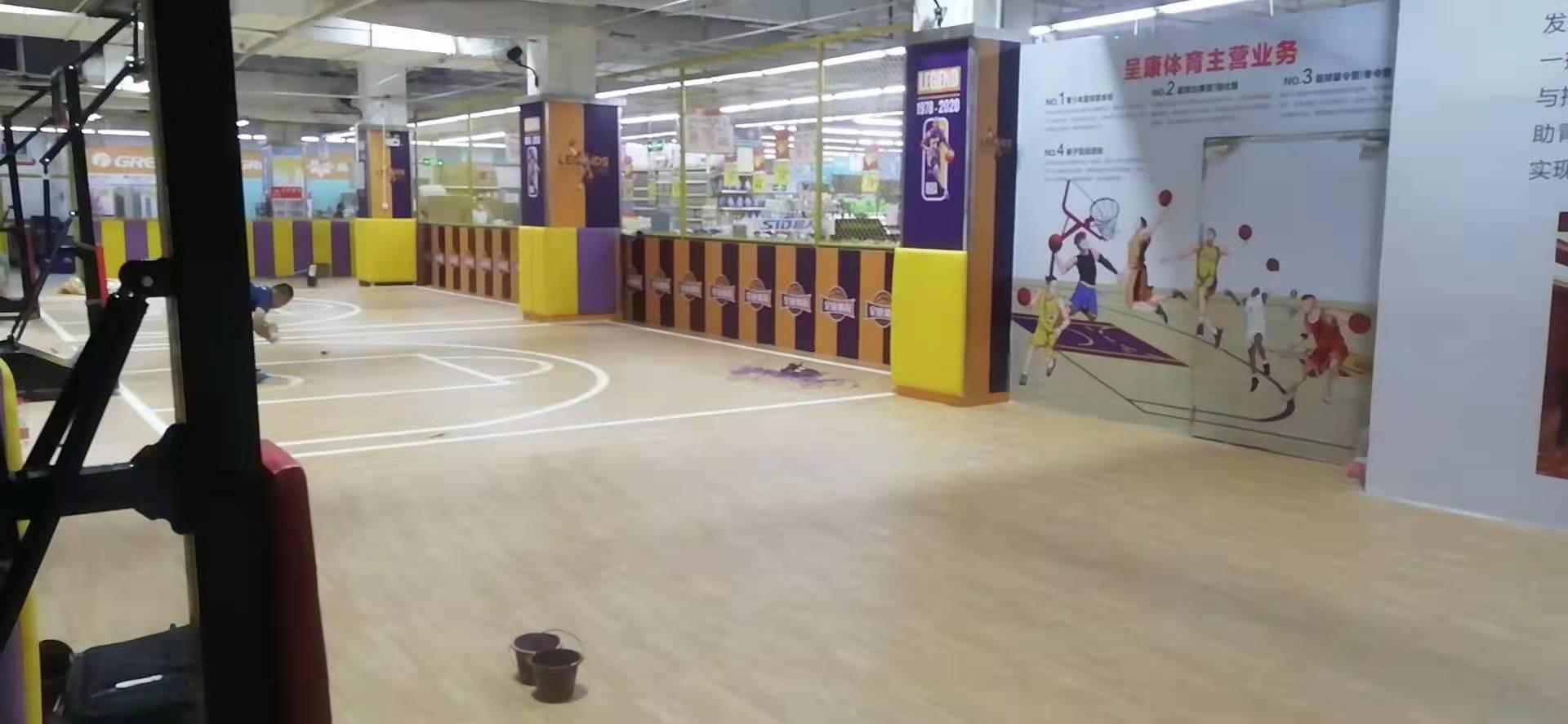 宝石纹运动地胶 枫木纹室内篮球馆地板价格图片